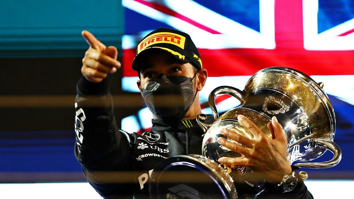 Hamilton câștigă în Bahrain, în dauna lui Verstappen, primul grand prix al sezonului de Formula 1
