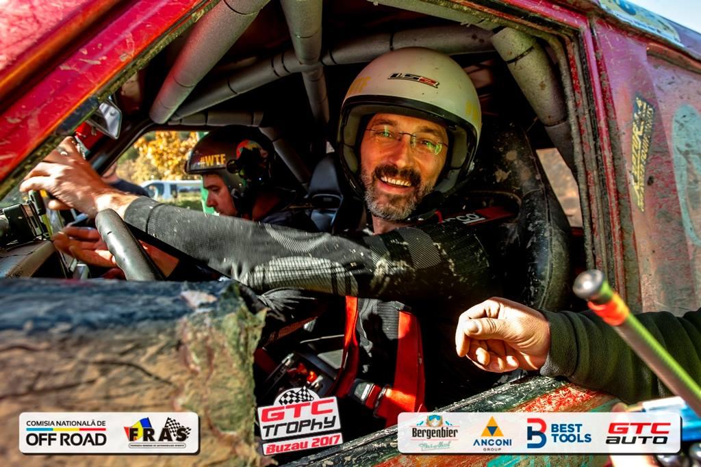 Fostul campion național de off-road, Adrian Cernea, a fost condus azi pe ultimul drum