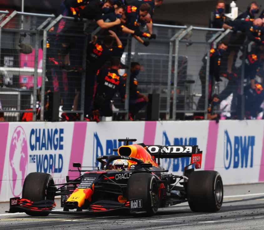 Verstappen își mărește avantajul față de Hamilton în Campionatul de Formula 1