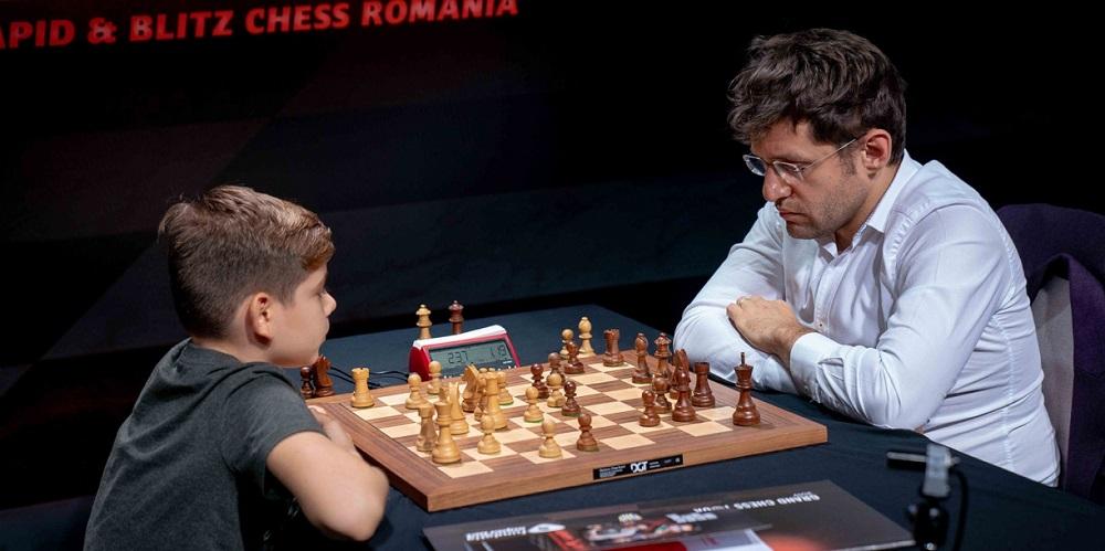 """Garry Kasparov oferă o lecție de șah pentru copii în deschiderea Turneului de șah """"Superbet Chess Classic Romania 2021"""""""