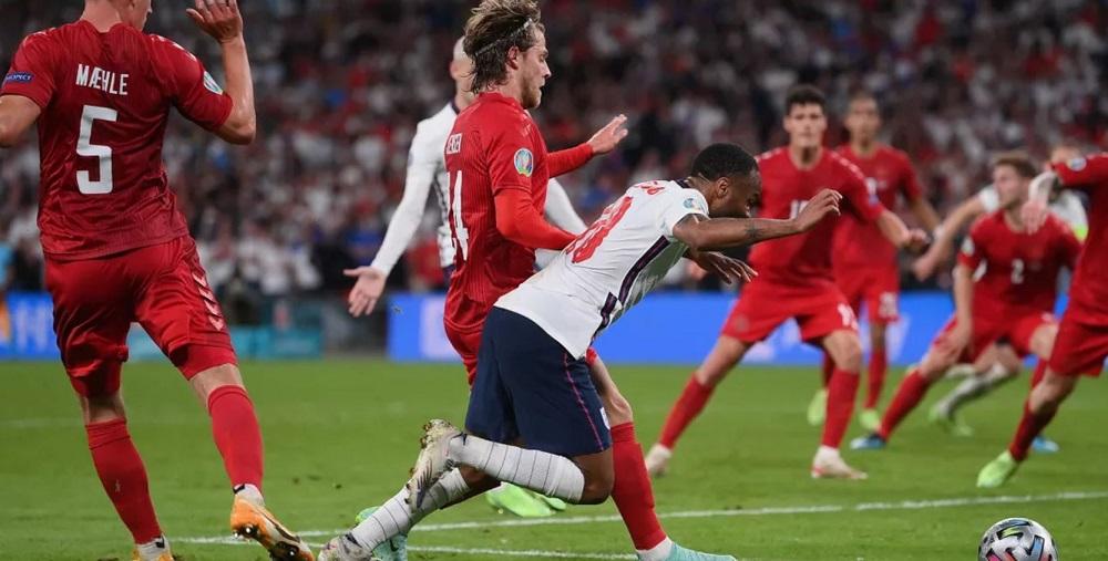 Anglia se califică în finala Euro2020 cu un penalty controversat